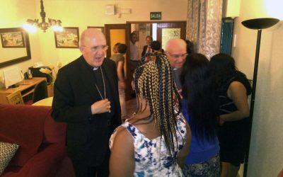 Carlos Osoro visita una casa de acogida de supervivientes de Trata de Mujeres
