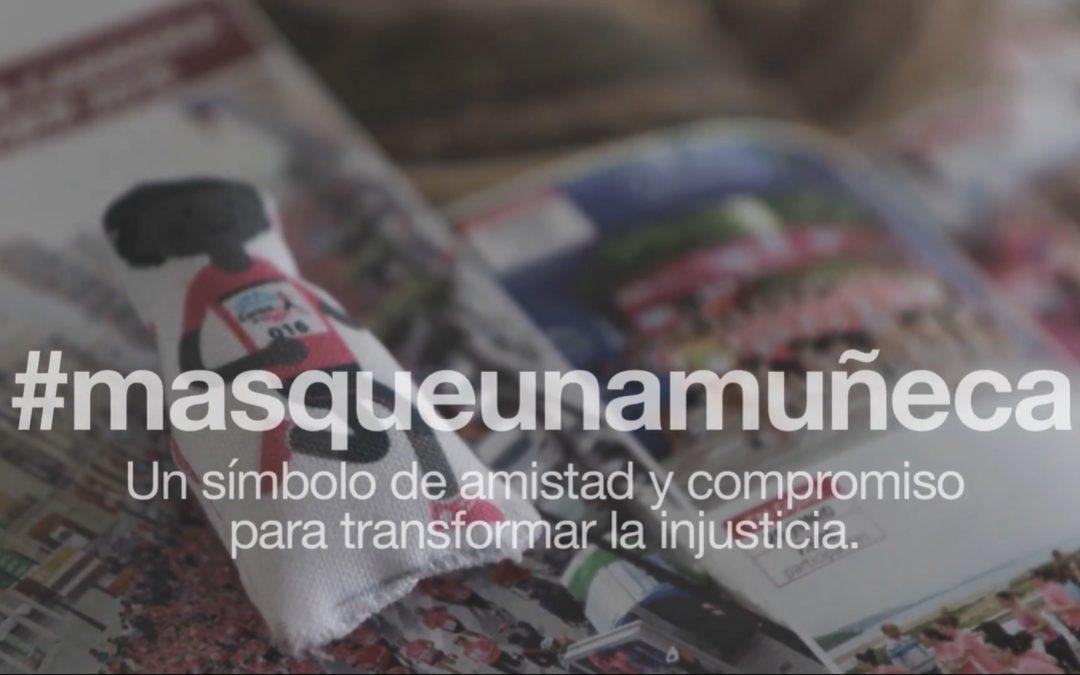Medalla de Oro en resiliencia | #Másqueunamuñeca, merchandising social de la carrera