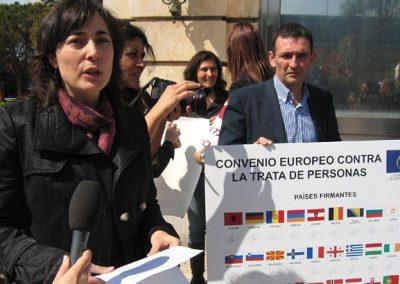 Acto simbólico con la Red Española contra la Trata en La Moncloa